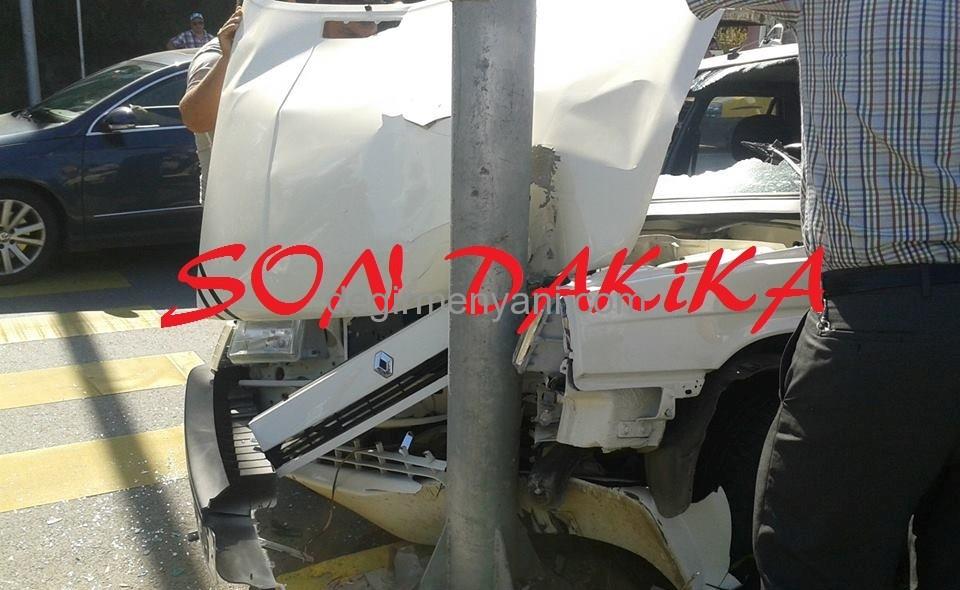 Kaza Yaptı Araç Hurdaya Döndü