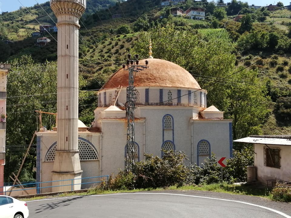 Adacık Merkez Camii'nin Kubbesi Yenileniyor